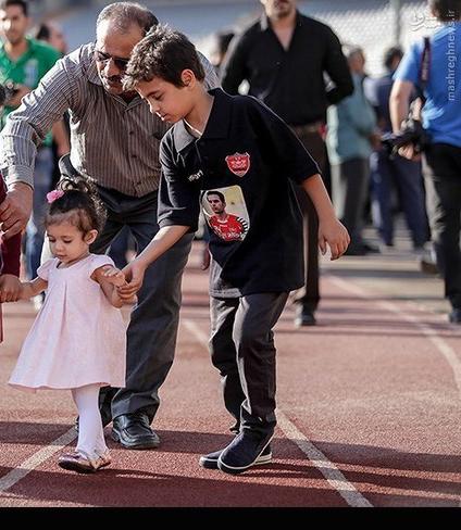 وداع-فرزندان-و-خانواده-هادی-نوروزی-در-مراسم-تشیع-14