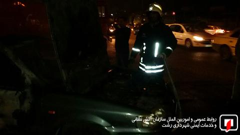 آتش سوزی خودرو رشت (2)