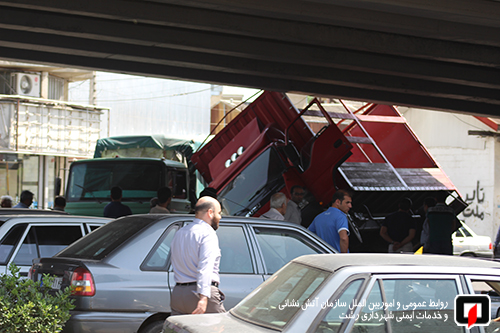 واژگونی کامیونت و فداکاری راننده کامیون در رشت4