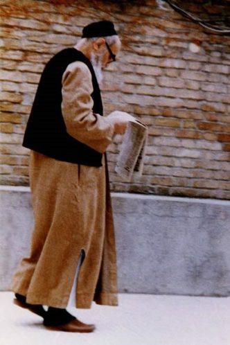 مطالعه روزنامه امام خمینی