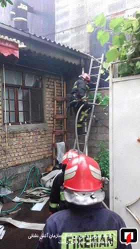 آتش سوزی یک باب منزل مسکونی در خیابان باهنر رشت1