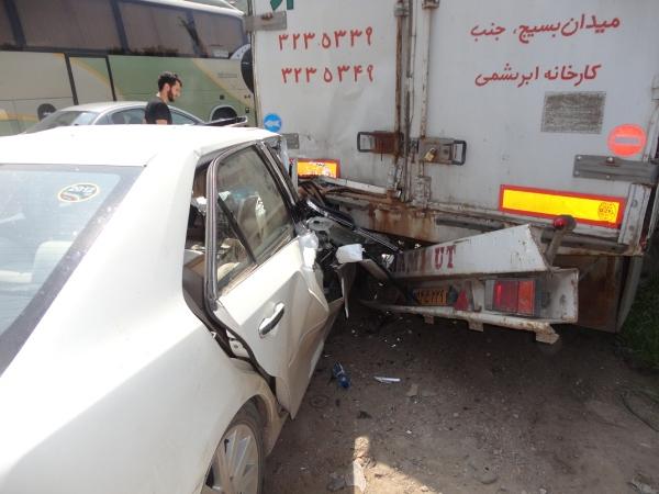 تصادف کامیون و تویوتا (2)
